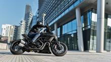 Diavel-Carbon-MY18-Dark-11-Slider-Gallery-1920x1080