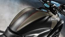 Diavel-Carbon-MY18-Dark-19-Slider-Gallery-1920x1080