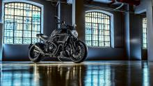 Diavel-Carbon-MY18-Dark-22-Slider-Gallery-1920x1080