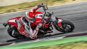 Monster-1200R-MY18-Red-06-Slider-Gallery-1920x1080