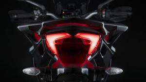 Multistrada-950-S-MY19-Studio-12-Gallery-1920x1080