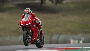 Panigale-V4R-Red-MY19-Ambience-12-Gallery-1920x1080
