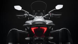 Multistrada-950-S-MY19-Studio-07-Gallery-1920x1080