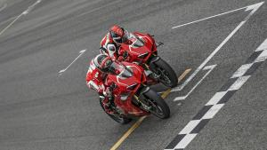 Panigale-V4R-Red-MY19-Ambience-02-Gallery-1920x1080