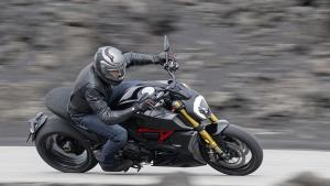 Diavel-1260-S-MY19-Ambience-03-Gallery-906x510