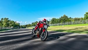 Monster-1200R-MY18-Red-12-Slider-Gallery-1920x1080