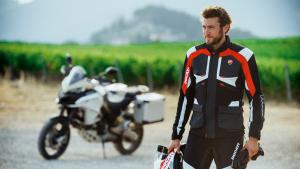 Multistrada-1200-Enduro-MY18-Apparel-07-Slider-Gallery-1920x1080