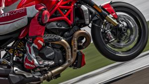 Monster-1200R-MY18-Red-19-Slider-Gallery-1920x1080