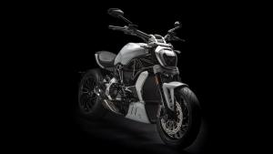 XDiavel-S-MY18-White-26-Slider-gallery-1920x1080