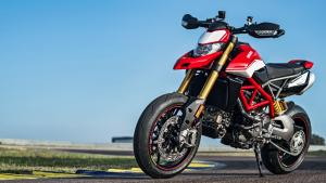 Hypermotard-950-SP-MY19-Ambience-10-Gallery-1920x1080