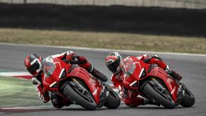 Panigale-V4R-Red-MY19-Ambience-05-Gallery-1920x1080