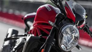 Monster-1200R-MY18-Red-17-Slider-Gallery-1920x1080