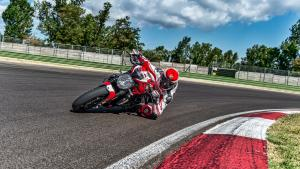 Monster-1200R-MY18-Red-02-Slider-Gallery-1920x1080