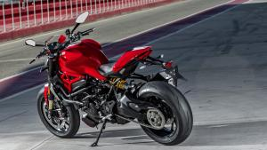 Monster-1200R-MY18-Red-16-Slider-Gallery-1920x1080