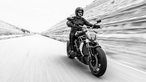 XDiavel-S-MY18-Dark-04-Slider-gallery-1920x1080