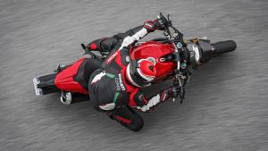 Monster-1200S-MY18-Red-09-Slider-Gallery-1920x1080