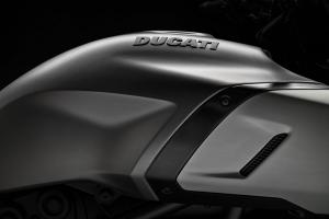 43_DUCATI-DIAVEL-1260-S_UC68929_High