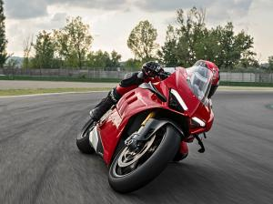 Panigale-V4-S-MY20-Red-Ambience-13-Gallery-906x510