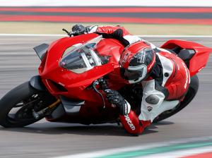 Panigale-V4-S-MY20-Red-Ambience-06-Gallery-906x510