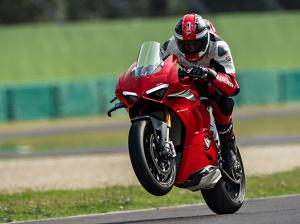 Panigale-V4-S-MY20-Red-Ambience-07-Gallery-906x510