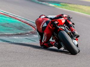 Panigale-V4-S-MY20-Red-Ambience-05-Gallery-906x510