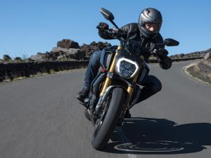 Diavel-1260-S-MY19-Ambience-14-Gallery-1920x1080