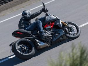 Diavel-1260-S-MY19-Ambience-12-Gallery-1920x1080